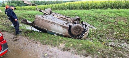 Masina rupta in doua, in urma unui accident care a avut loc in Iasi. Șoferul circula cu viteza