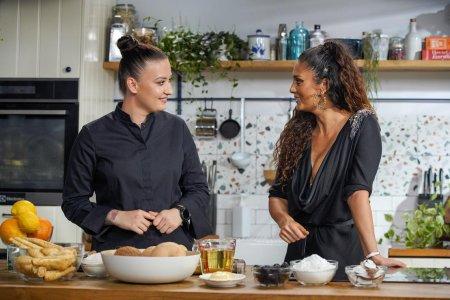 Hello Chef, sezon 2, episod 1. Reteta de cheesecake <span style='background:#EDF514'>VEGAN</span> a lui Chef Roxana Blenche. Ingrediente si mod de preparare