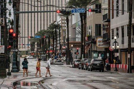 Zeci de mii de americani au parasit <span style='background:#EDF514'>LOUISIANA</span> inainte ca uraganul Ida sa loveasca