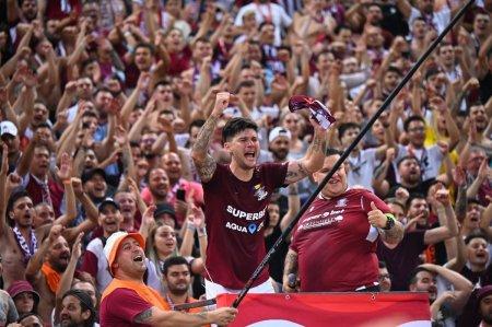 Scene incredibile cu Cristi Sapunaru la finalul meciului cu CSU Craiova » Capitanul Rapidului i-a injurat ca la usa cortului pe olteni alaturi de <span style='background:#EDF514'>GALERIA</span> giulestenilor