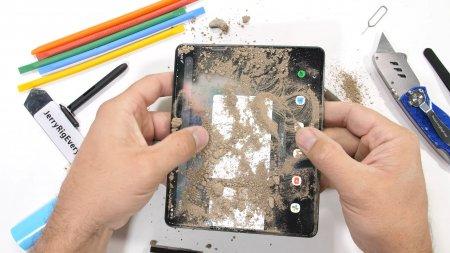 Cum se comporta Galaxy Z Fold3 in testele de rezistenta extrema. VIDEO