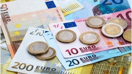 Euro a atins un nou maxim istoric in raport cu <span style='background:#EDF514'>MONEDA NATIONALA</span>