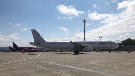 Plan rosu de interventie pe aeroportul din Iasi, dupa ce sistemul de <span style='background:#EDF514'>NAVIGATIE</span> al unui avion s-a stricat la aterizare