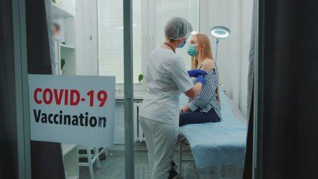 Milioane de romani ar putea fi obligati sa se vaccineze: E ca p<span style='background:#EDF514'>E TIMPUL</span> lui 'nea Nicu