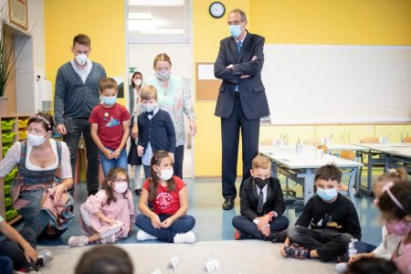 Educatia in lume. Profesorii si elevii austrieci se vor testa de sase ori, indiferent daca s-au vaccinat sau nu