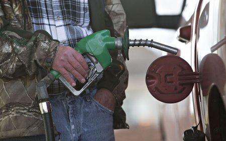 Benzina cu plumb a fost oficial eliminata la nivel mondial. Ultima tara care o mai folosea a epuizat s<span style='background:#EDF514'>TOCURILE</span>