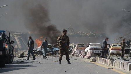 Gruparea <span style='background:#EDF514'>STATUL ISLAMIC</span> revendica atacul asupra aeroportului din Kabul. Au tras sase rachete Katiusa