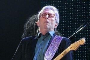 Batran si bolnav, Eric Clapton canta impotriva restrictiilor din UK