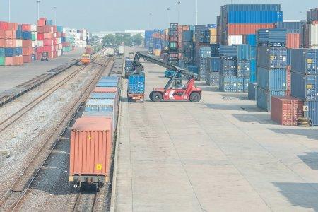 Transportul feroviar de m<span style='background:#EDF514'>ARFA</span>, in ritm de melc in Romania! Analiza uluitoare a Consiliului Concurentei