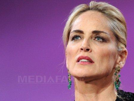 O tragedie in familie a determinat-o pe Sharon Stone sa paraseasca de urgenta <span style='background:#EDF514'>VENETIA</span>