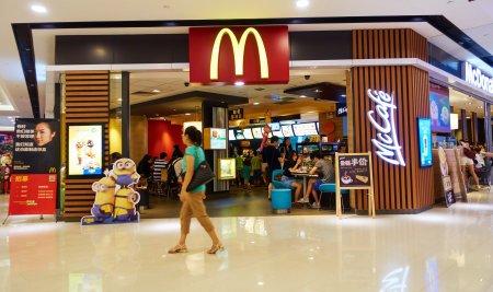 Decizia luata de <span style='background:#EDF514'>MCDONALD</span>'s! Se inchid restaurantele la interior. Unde se intampla deja asta