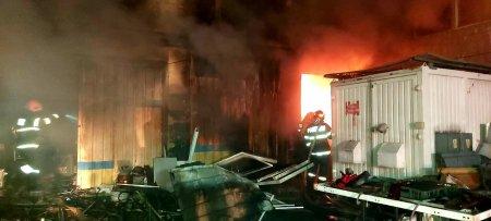 Incendiul care a afectat cel mai mare hotel din Giurgiu, stins dupa trei ore. Care a fost cauza