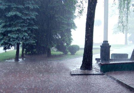 Potop in Romania! S-a emis cod galben. Localitatile care vor fi luate de ape