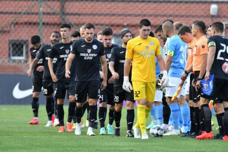 Protocol fara precedent in Liga 1: fotbalistii, insotiti de caini inaintea meciurilor