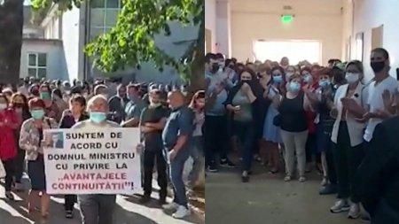 Protest la o scoala din <span style='background:#EDF514'>JUDETUL GORJ</span>: Parintii si profesorii contesta schimbarea directorului