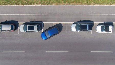 Cum faci o parcare laterala perfecta cu spatele, in 10 pasi simpli – VIDEO