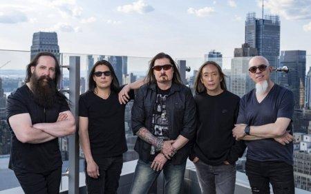 Trupa Dream Theater concerteaza in Bucuresti, in 2022, pentru a promova noul album