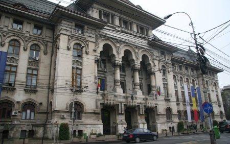 Mii de angajati disponibilizati dupa ce Primaria Generala Bucuresti inchide 14 companii municipale