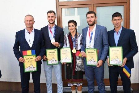 Medaliatii olimpici d<span style='background:#EDF514'>IN SUCEAVA</span> premiati de Consiliul Judetean. Cum a venit imbracata campioana olimpica Ancuta Bodnar?