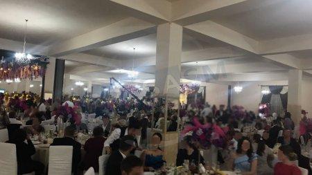 Dosar penal pentru o nunta cu peste 1700 de invitati, la Satu Mare! Andra si <span style='background:#EDF514'>VLADUT</span>a Lupau, printre vedetele care au cantat la eveniment