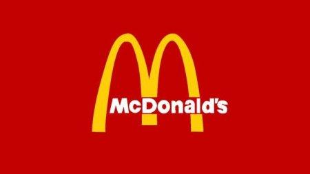 Unele fast-fooduri din SUA, inclusiv <span style='background:#EDF514'>MCDONALD</span>'s, inchid spatiile interioare