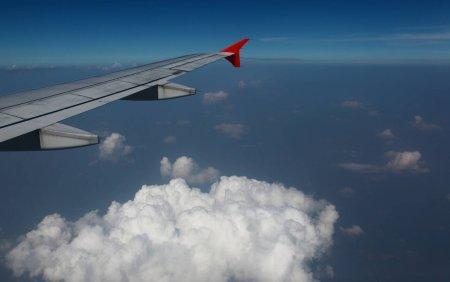 Imediat dupa aterizare, o femeie si-a aprins o tigara in avion. Cum au reactionat ceilalti pasageri. VIDEO