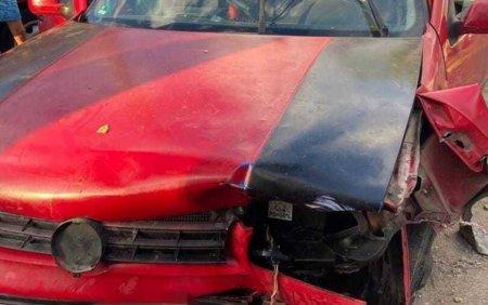 O femeie si o fetita de 11 ani au murit, dupa ce au fost <span style='background:#EDF514'>LOVITE</span> de o masina in timp ce erau in fata curtii
