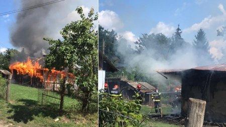 Casa cuprinsa de flacari in Botosani, dupa o cearta intre bunic si nepot. Batranul are arsuri grave