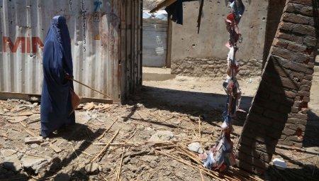 Prima zi sub controlul total al talibanilor. Femeie afgana: Mi-am ars <span style='background:#EDF514'>BLUGII</span>, mi-am ars si sperantele cu ei. Imi astept moartea