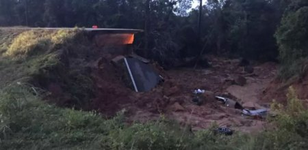 2 morti si 10 raniti dupa ce o autostrada s-a prabusit
