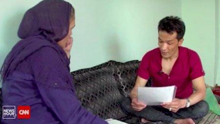 Un translator afgan a fost ajutat de echipa CNN sa fuga din Kabul, impreuna cu sotia si copiii. Acum sunt cazati la o baza militara din Virginia, SUA