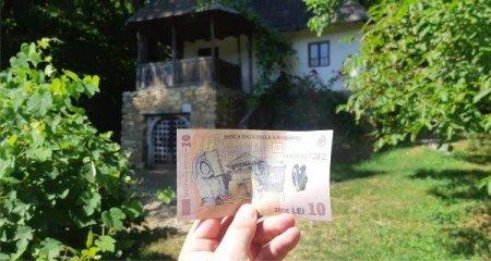 REPORTAJ / TRADITII SI MESTESUGURI LA MUZEUL ASTRA DIN SIBIU Casa taraneasca de pe bancnota de 10 lei, in Dumbrava Sibiului