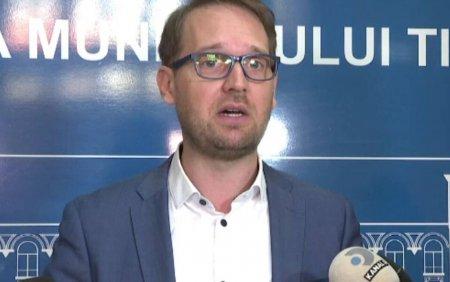 Epidemie de <span style='background:#EDF514'>CONCEDII MEDICALE</span> la Primaria Timisoara. Primarul Dominic Fritz a demarat controale