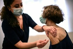 Medic iesean: Este dovedit ca vaccinatii se pot infecta si pot transmite boala