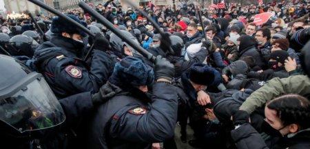 Exodul disidentilor. Regimul lui Putin lasa cale libera emigratiei politice