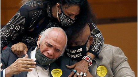 Au fost acuzati pentru viol si executati. 70 de ani mai tarziu, sapte afro-americani au fost gratiati post-mortem