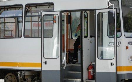 Circulatia tramvaielor 8 si 25, blocata pe Bulevardul Timisoara din cauza unei tamponari cu un autoturism