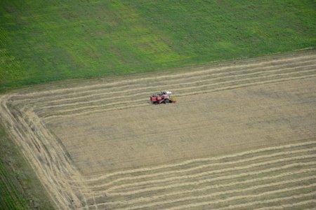 Ce procent din terenul agricol din Romania este detinut de cetatenii straini