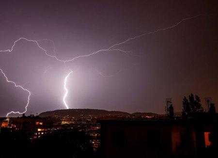 Atentionare de calatorie pentru Spania. Cod galben de ploi si <span style='background:#EDF514'>FURTUNI</span> in mai multe regiuni ale tarii