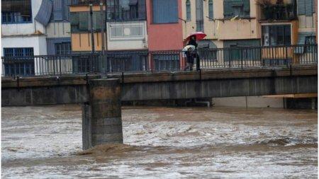 O furtuna a facut ravagii in Madrid: Cod galben de precipitatii si <span style='background:#EDF514'>FURTUNI</span> in Spania