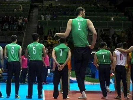 Jocurile Paralimpice: Morteza Mehrzad, al doilea cel mai inalt om din lume, sufera de acromegalie si are un picior mai scurt cu 15 cm