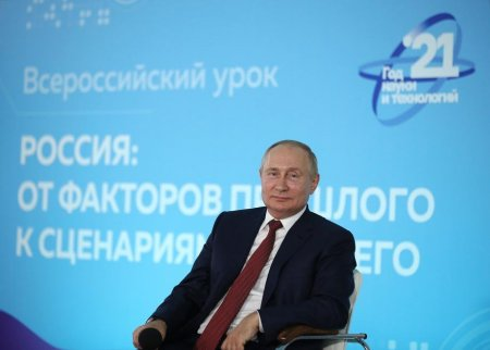 Vladimir Putin: Ca multi baieti, am vrut intai sa fiu marinar, apoi pilot si, pana la urma, spion