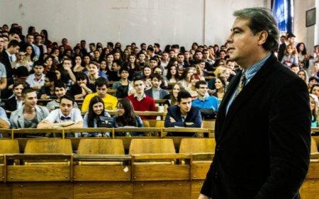 Adrian Cioroianu a fost numit director interimar al Bibliotecii Nationale