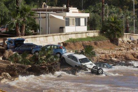 O ploaie torentiala a facut ravagii in Spania: Case inundate, masini luate de ape si circulatie blocata