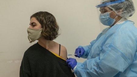 Angajatii Primariei <span style='background:#EDF514'>RAMNIC</span>u Valcea, obligati sa se vaccineze. Primarul face apel la alti edili sa adopte aceeasi masura