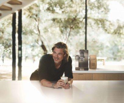 (P) De'Longhi Group lanseaza o campanie de publicitate globala cu Brad Pitt ca ambasador de marca