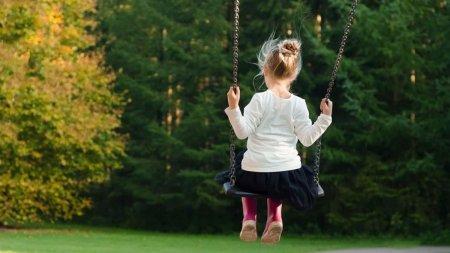 O fetita de 3 ani, din Cluj-Napoca, a fost data in judecata. Care este motivul