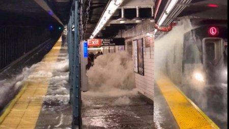 Imagini incredibile surprinse la metroul din New York, in urma furtunilor istorice in care au murit cel putin 8 oameni