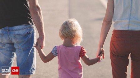 Parintii evita sa discute subiecte tabu cu copiii. Efectele: cei mici ajung in situatii periculoase