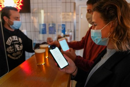 In valul 4 COVID, Danemarca declara pandemia sub control si elimina <span style='background:#EDF514'>PERMISUL</span> sanitar. Ce a facut mai bine decat alte state?